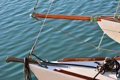 Gli archi di due navi della vela del classico Fotografie Stock Libere da Diritti
