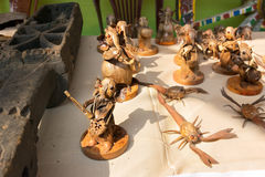 Gli artigianato fatti di legno stanno vendendi al villaggio di Pingla, India Fotografie Stock Libere da Diritti