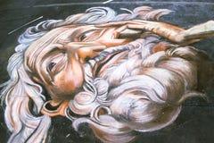 Gli artisti della via disegnano le immagini sopra via del Corso fotografia stock libera da diritti