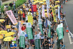 Gli attivisti di Hong Kong marciano davanti al voto sul pacchetto elettorale Fotografie Stock