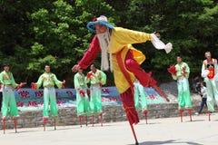 Gli attori effettua gli Stilts, Cina Immagine Stock