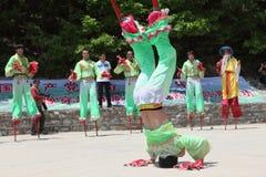 Gli attori effettua gli Stilts, Cina Fotografia Stock Libera da Diritti