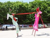 Gli attori effettua gli Stilts, Cina Fotografia Stock