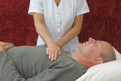 Gli effetti di rilassamento di guarigione di Reiki Fotografia Stock