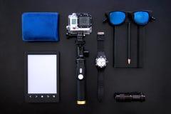 Gli elementi dei vari uomini alla tavola nera presentati nell'ordine corretto Fotografie Stock
