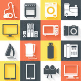 Gli elettrodomestici da cucina moderni piani hanno fissato il concetto delle icone Immagini Stock