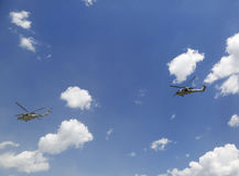 Gli elicotteri di MH-60S dal mare dell'elicottero combattono lo squadrone cinque con il decollo del gruppo di EOD della marina st Immagini Stock