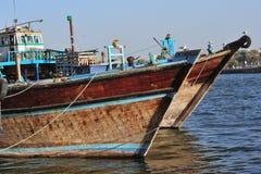Gli Emirati Arabi Uniti: Barche della Doubai sull'insenatura fotografia stock
