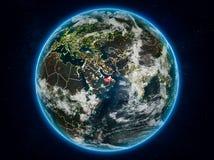 Gli Emirati Arabi Uniti su terra alla notte Royalty Illustrazione gratis