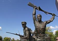 Gli eroi scultorei della composizione del confine, delle donne e dei bambini nell'immortalità del loro coraggio hanno partito com immagini stock libere da diritti