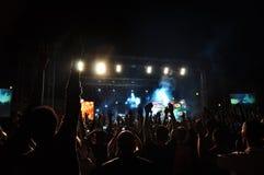 Gli esecutori organizzano il concerto in tensione immagini stock libere da diritti