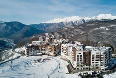 Gli hotel nelle montagne in Soci Fotografia Stock Libera da Diritti