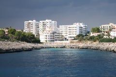 Gli hotel si avvicinano al mare Fotografie Stock Libere da Diritti