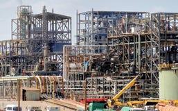 Gli impianti industriali e gli stabilimenti chimici per l'elaborazione del mar Morto salano vicino alla città della potassa, Gior fotografia stock
