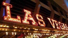 Gli indicatori luminosi al neon di Las Vegas firmano alla notte Immagine Stock