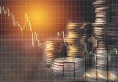 Gli indici finanziari delle azione della doppia esposizione con la pila coniano Fotografie Stock