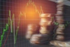 Gli indici finanziari delle azione della doppia esposizione con la pila coniano finan Fotografie Stock Libere da Diritti