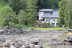 Gli infangamenti sfregiano i pendii di collina dell'Austria che seguono la pioggia persistente Fotografia Stock