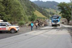 Gli infangamenti sfregiano i pendii di collina dell'Austria che seguono la pioggia persistente Immagini Stock