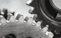 Gli ingranaggi del metallo si chiudono su Immagini Stock Libere da Diritti