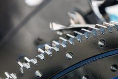 Gli ingranaggi del metallo sono parti del motore, del cambio o del rotore immagine stock libera da diritti