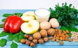 Gli ingredienti dei piatti che contengono vitamina E Una dieta sana immagini stock libere da diritti