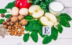 Gli ingredienti dei piatti che contengono vitamina E Una dieta sana immagine stock
