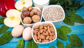 Gli ingredienti dei piatti che contengono vitamina E Una dieta sana immagine stock libera da diritti
