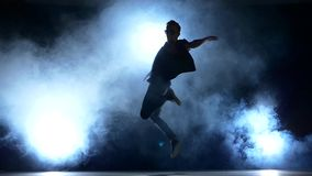 Gli inizio alla moda di un uomo del rottura-ballerino hip-hop archivi video