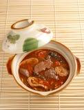 Gli intestini & anima del maiale con salsa calda Immagine Stock