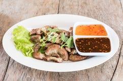 Gli intestini del maiale di vista superiore hanno grigliato l'alimento tailandese di stile Fotografie Stock