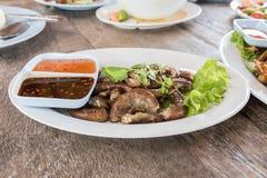 Gli intestini del maiale hanno grigliato l'alimento tailandese di stile Fotografie Stock Libere da Diritti