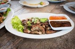 Gli intestini del maiale hanno grigliato l'alimento tailandese di stile Immagine Stock