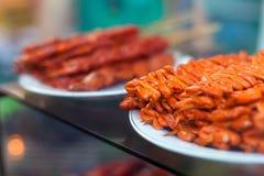 Gli intestini del pollo, le orecchie del maiale e gli intestini del maiale arrostiscono col barbecue la vite, immagine stock libera da diritti