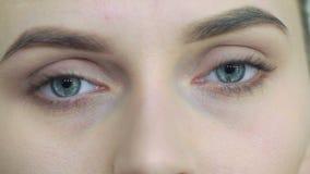 Gli occhi della ragazza Primo piano video d archivio