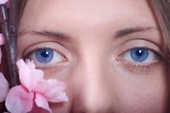 Gli occhi femminili si chiudono in su Fotografia Stock Libera da Diritti
