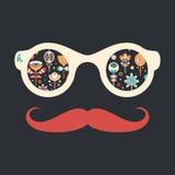 Gli occhiali da sole d'annata dei pantaloni a vita bassa con il Natale variopinto fiorisce su fondo scuro Fotografia Stock