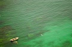 Gli operatori subacquei nel verde vedono. Immagine Stock