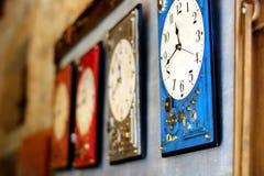 Gli orologi d'attaccatura segnano il periodo di vita fotografia stock