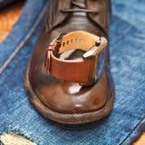 Gli orologi degli uomini, scarpe di cuoio, jeans. Immagini Stock Libere da Diritti