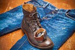 Gli orologi degli uomini, scarpe di cuoio, jeans Immagini Stock