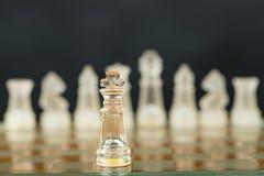Gli scacchi di vetro iniziano sul gioco Fotografia Stock Libera da Diritti