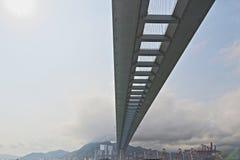 Gli scalpellini gettano un ponte su e la strada principale di sha di Tsing Fotografia Stock