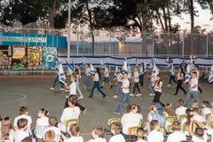 Gli scolari dalla scuola Katzenelson celebrano 50 anni di Immagini Stock Libere da Diritti