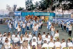 Gli scolari dalla scuola Katzenelson celebrano 50 anni di Immagini Stock