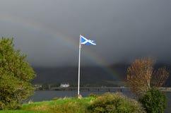 Gli Scottish diminuiscono con un arcobaleno Immagini Stock Libere da Diritti