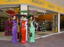 Gli skeletones della donna invitano i turisti al negozio, Messico Immagine Stock Libera da Diritti