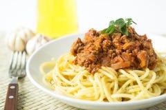 Gli spaghetti bolognese della pasta con il pomodoro e la carne sauce fotografia stock