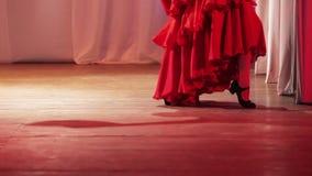 Gli Spagnoli ballano in scena stock footage