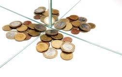Gli specchi moltiplicano i soldi degli euro Fotografia Stock Libera da Diritti